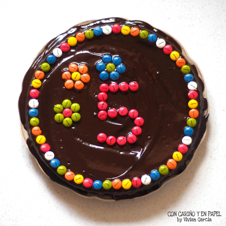 Escrapeando una tarta con cari o y en papel for Como decorar una torta facil y economica